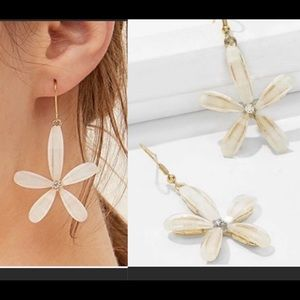 LAST PAIR! 5 stars! Chic floral drop earrings